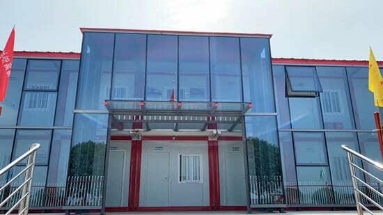 外置玻璃幕墙的打包式集装箱活动房图
