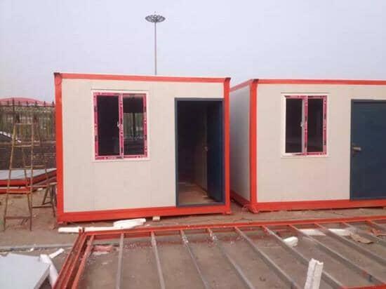 红色框架的住人集装箱活动房图