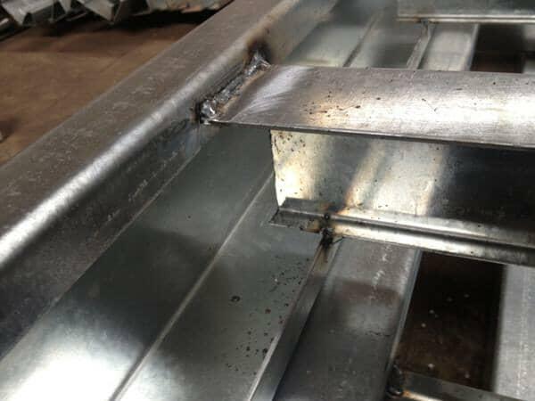 箱房底部框架主梁与横梁焊接效果设计图