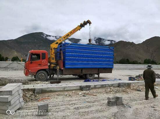 一辆6米的货车一次性可以运输6个折叠集装箱活动房图