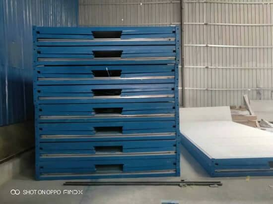 压缩堆放的折叠箱房图