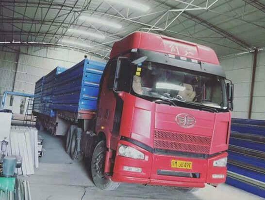 17.5米大货车一次性可以装车运输21个折叠集装箱活动房图
