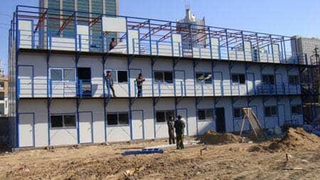 安装三层活动房现场图
