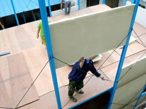 活动板房安装每格彩钢夹心板图