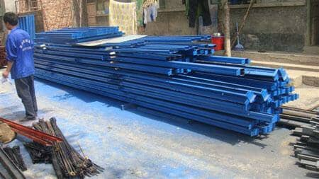 钢架立柱采用二保焊满焊焊接而成
