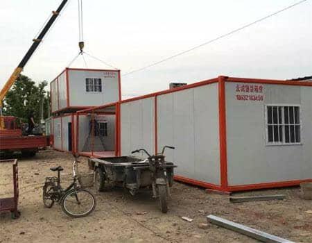 集装箱活动房可以放置两层,移动吊装方便