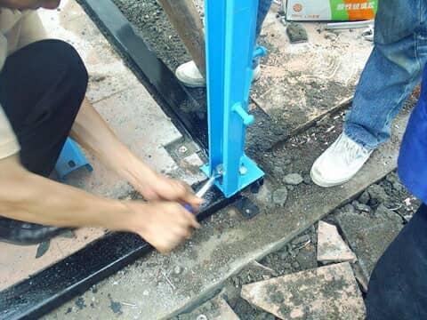 活动板房立柱与地梁螺栓连接图