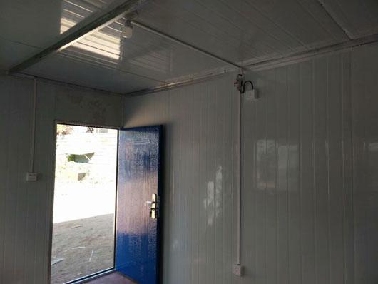 标配为1个门与两个窗户的集装箱活动房图
