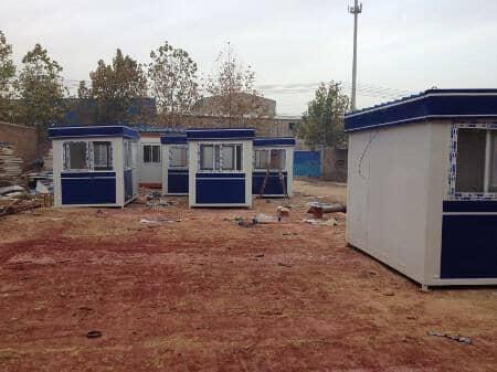 小型彩钢活动房即可以当做门卫保安用房也可以当做宿舍来用