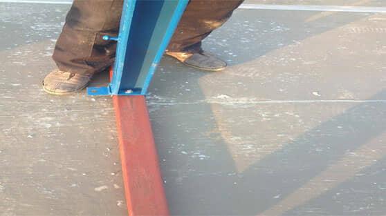 安装活动板房立柱用螺栓固定图