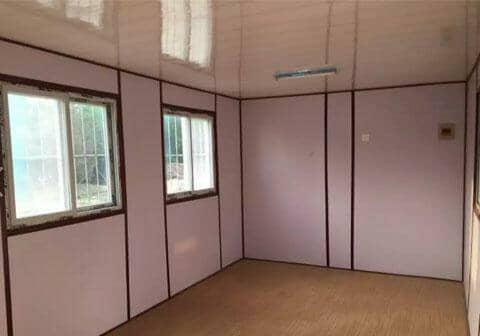 地板为先铺玻镁防火板,再铺塑胶地板或复合木地板