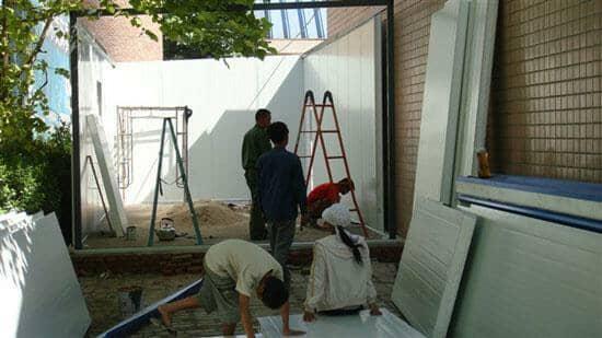 安装彩钢房墙面板图
