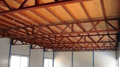 一楼的顶,二楼的脚下选用多层木地板,厚度在15mm以上