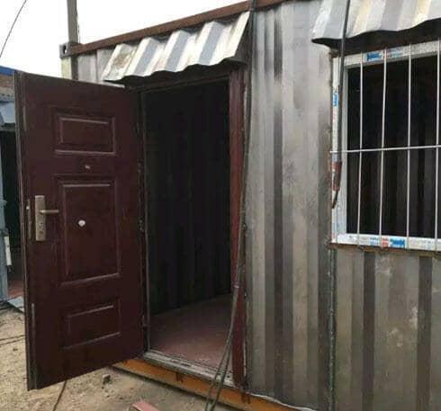瓦楞钢板集装箱活动房防盗门图