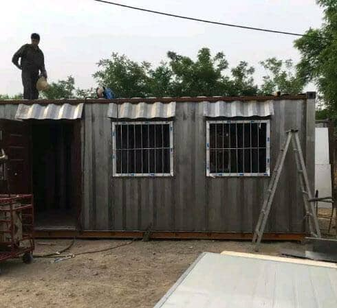 集装箱活动房外面为1mm的瓦楞钢板图