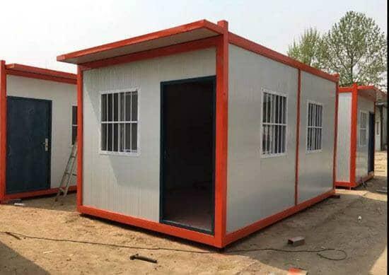 橘红色带挑檐住人集装箱活动房