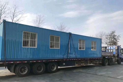 集装箱是挡风的小屋图