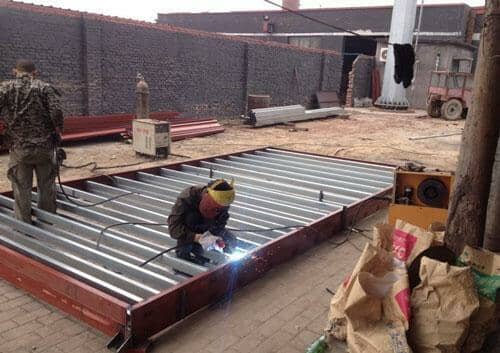 住人集装箱活动房框架焊接现场图
