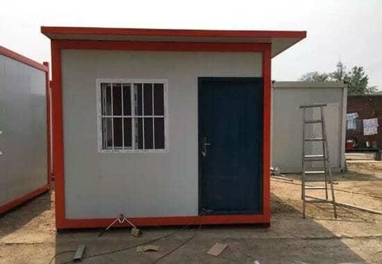 正面一门一窗的住人集装箱活动房