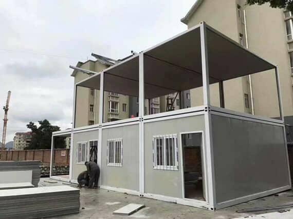 在难民营帮助难民的集装箱活动房