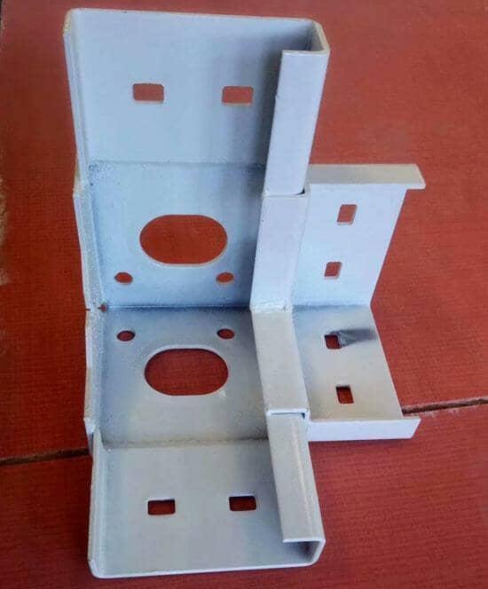 每个吊件为2个大孔,4个中孔,8个小孔