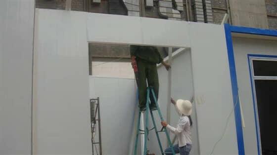 安装彩钢活动房门头板效果图