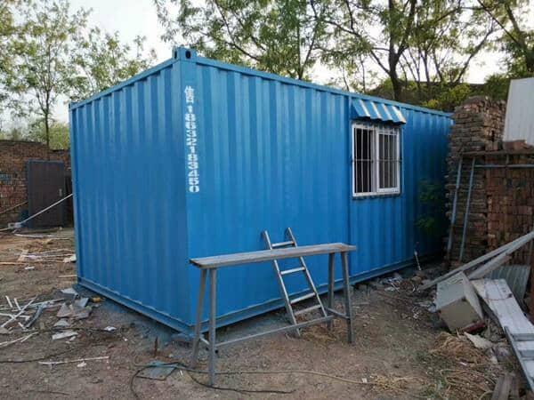 集装箱活动房变身城市公厕