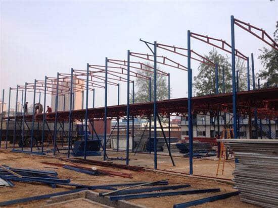 拆装式活动板房钢骨架正面图