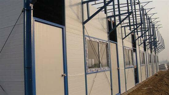 安装彩钢板门