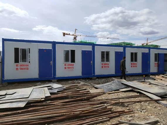 5间连成一排的折叠式集装箱活动房