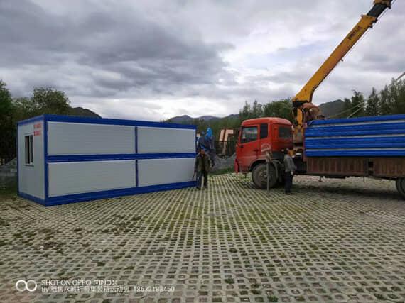 随车吊卸车安装折叠集装箱活动房