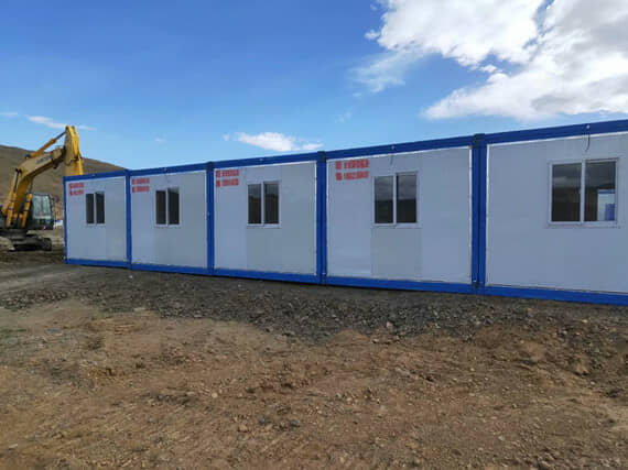 成排的折叠集装箱活动房抗风性能更好