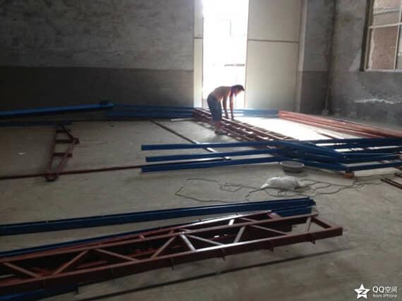 立柱与一字梁提前在地面上连接