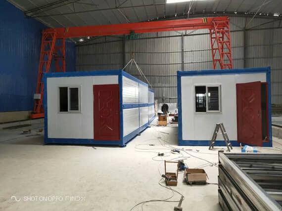 折叠集装箱活动房正面为一个门与一个窗