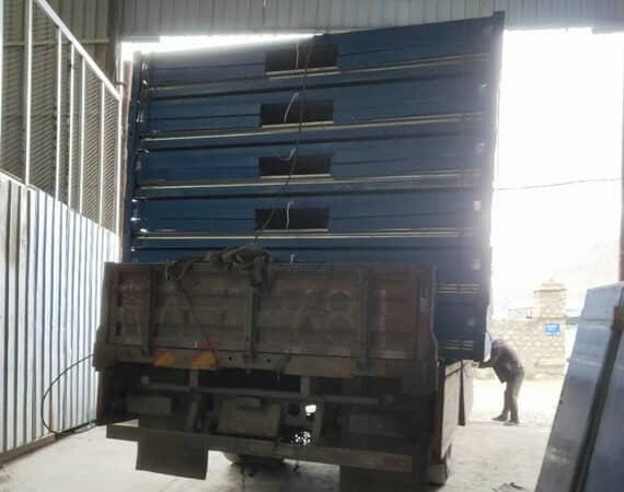 一个6米的货车一次性可以运输6套折叠集装箱活动房