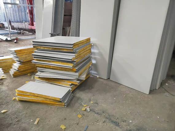 折叠式集装箱活动房所用墙面为夹心岩棉板