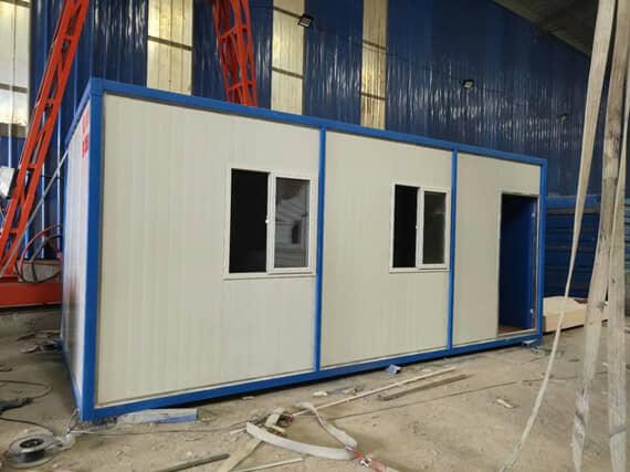 住人集装箱活动房前面设置为两个窗户一个门